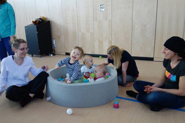 Babys in Bewegung Kinderkurse im SportQuadrat in der großen Bewegungslandschaft des TSV